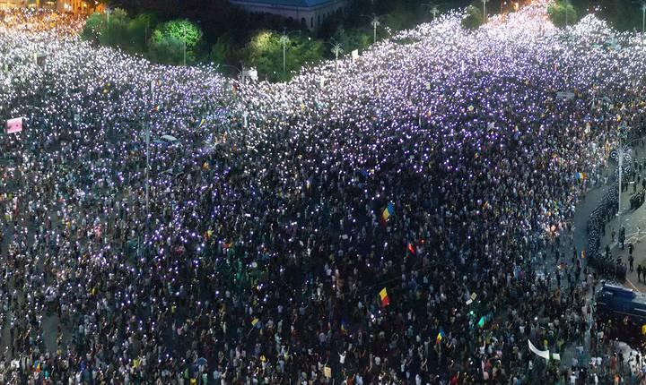 Protest în Piaţa Victoriei (Foto: RFI)