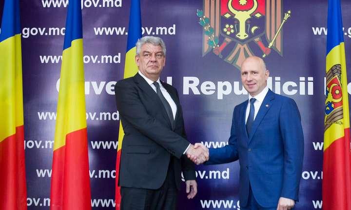 Premierul Mihai Tudose şi omologul moldovean, Pavel Filip, la Chişinău (Sursa foto: www.gov.ro)