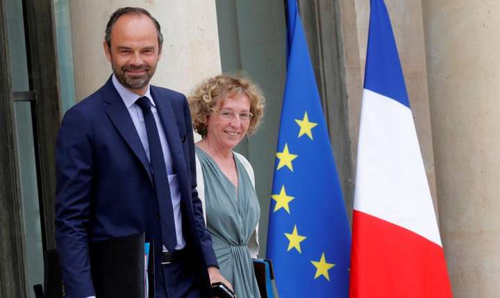 Premierul Edouard Philippe si ministrul Muncii, Muriel Penicaud la iesirea de la Consiliul de Ministri, 30 august 2017