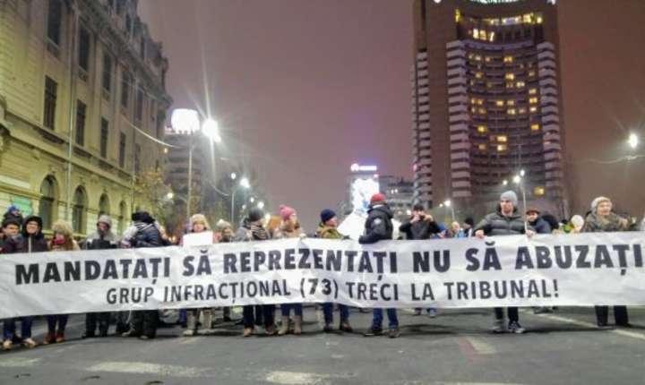 Protest de amploare în Capitală şi în alte oraşe din ţară  faţă de proiectele Guvernului privind graţierea şi modificarea codurilor penale