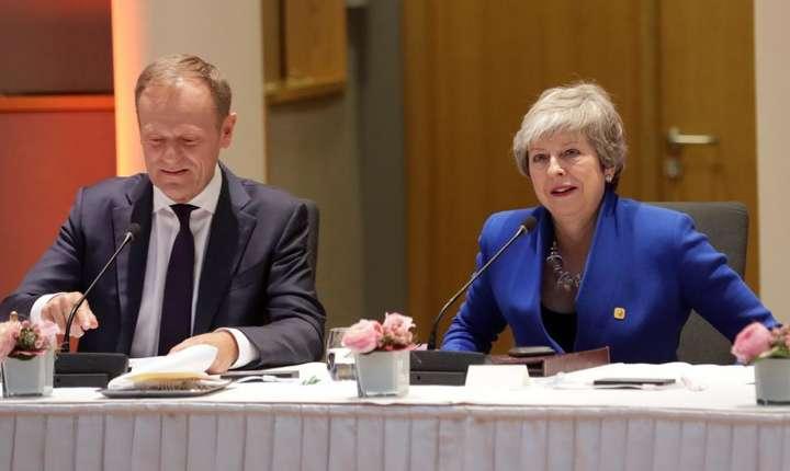 Presedintele Consiliului European, Donald Tusk si premierul britanic Theresa May la summitul extraordinar de la Bruxelles, 10 aprilie 2019.