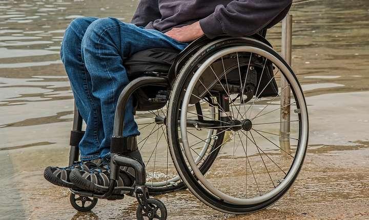 Persoanele cu dizabilităţi au acces dificil pe plajele din România (Sursa foto: pixabay.com)