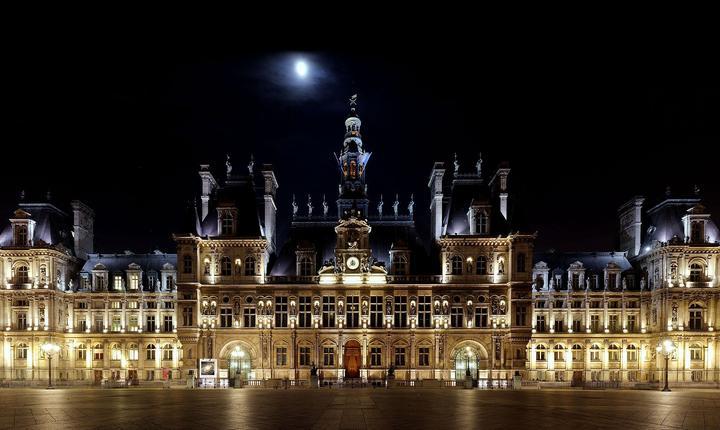 Primària Parisului iluminatà noaptea