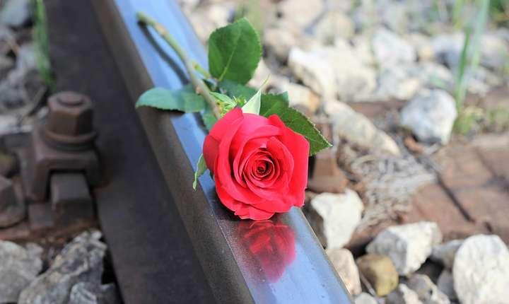 Trei persoane s-au sinucis în ultimele zile, aruncându-se în faţa trenului (Sursa foto: pixabay.com)