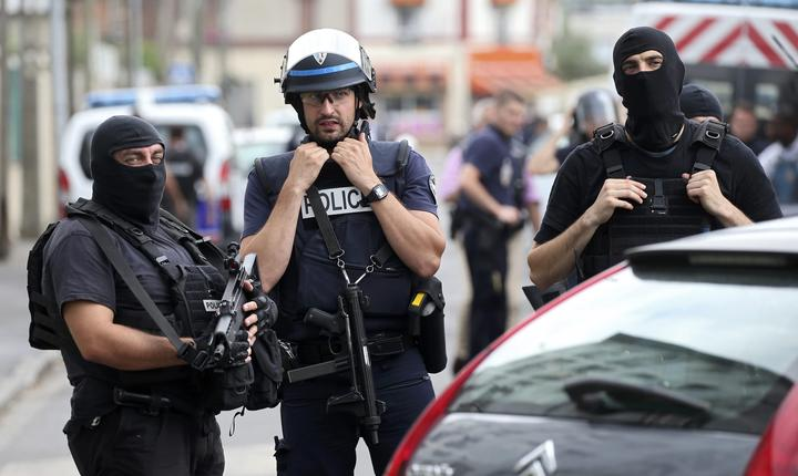 Forţe de securitate franceze (Foto: Reuters/Charles Platiau)