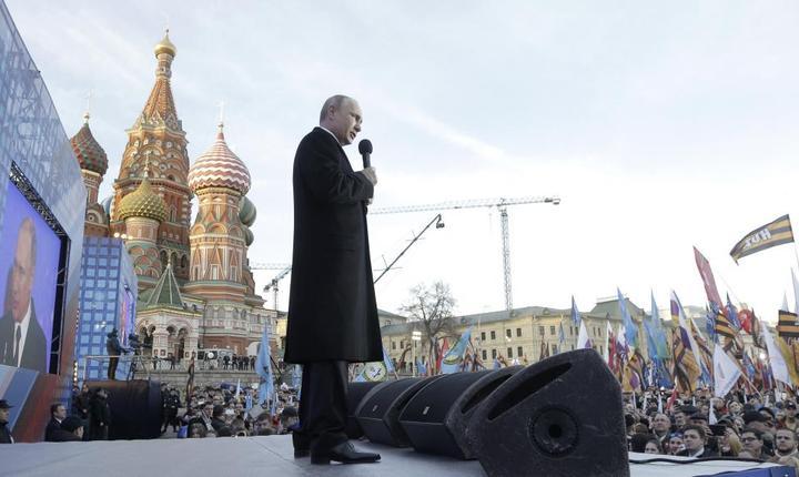 Vladimir Putin se adreseazà multimii la Moscova cu ocazia aniversàrii a doi ani de la anexarea Crimeeii de càtre Rusia
