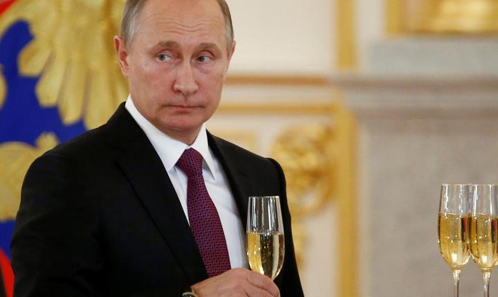 Sampanie pentru Vladimir Putin, pe 9 noiembrie 2016 la Kremlin la întâlnirea cu ambasadorii stràini în post la Moscova