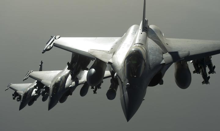 Franța a efectuat în noaptea trecută un al doilea atac aerian împotriva grupării jihadiste Statul Islamic în Siria
