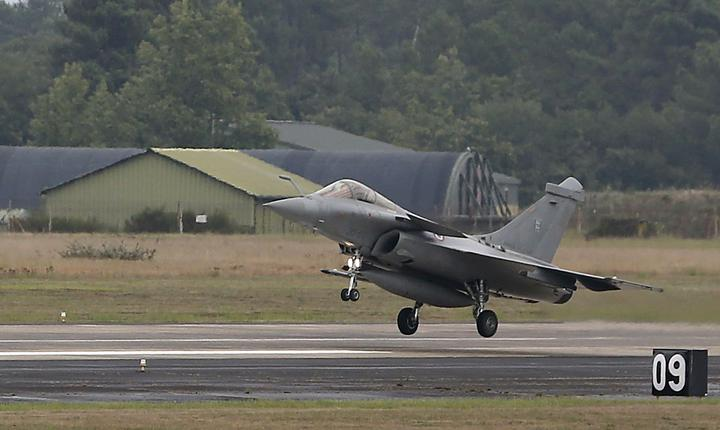Franţa îşi extinde campania aeriană împotriva jihadiştilor din Irak