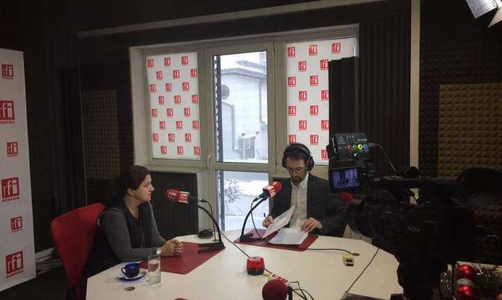 Fostul ministru al Justiţiei Raluca Prună, în studioul RFI (Foto: Facebook/Raluca Prună)