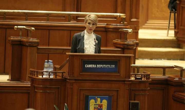 Raluca Turcan ameninţă cu moţiunea de cenzură (Sursa foto: Facebook/Raluca Turcan)