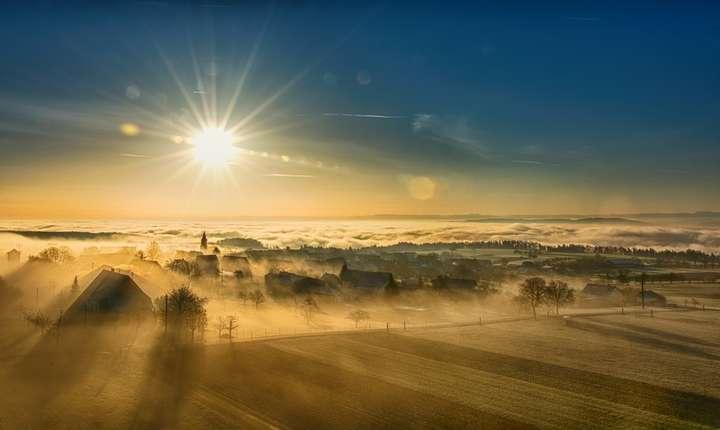 Meteorologul Florinela Georgescu spune că în diminețile de vineri, sâmbătă, poate chiar și duminică, la răsăritul soarelui în partea de est a Transilvaniei temperatura va fi de  0 grade.