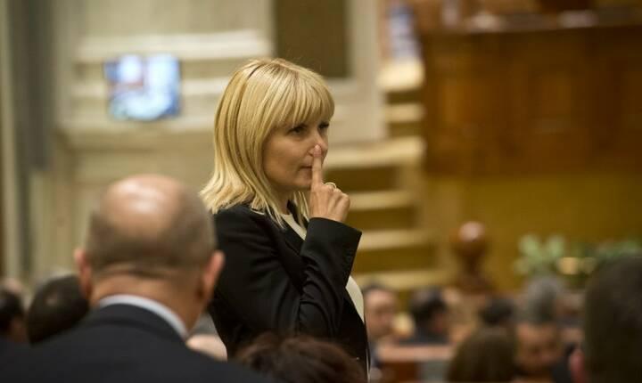Va fi extrădată Elena Udrea? (Sursa foto: AFP/Daniel Mihăilescu)