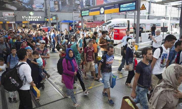 Refugiati sosind la gara din München în septembrie 2015
