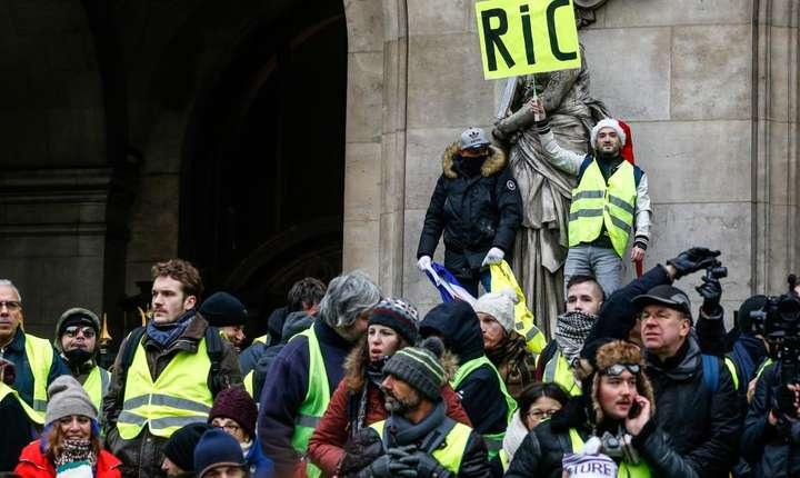 """RIC – Referendum de iniţiativă cetăţenească, o """"doleanţă"""" a vestelor galbene"""