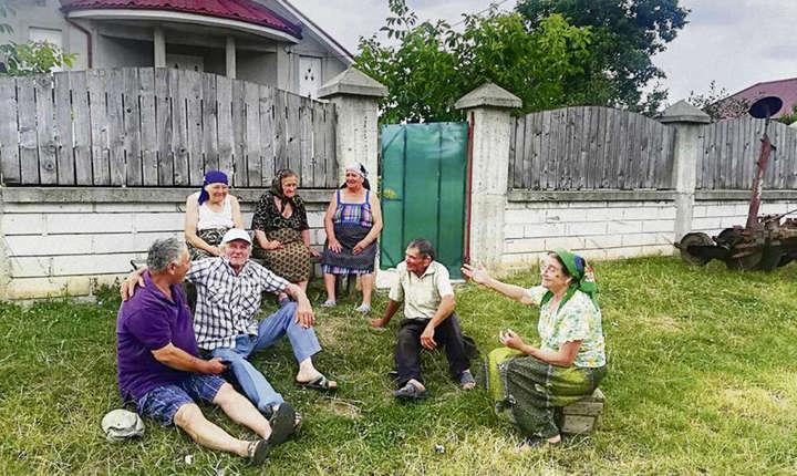 Localnici din Siliștea Gumești, județul Teleorman.
