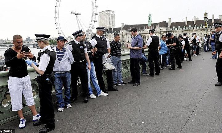 Români arestați pe podul Westminster
