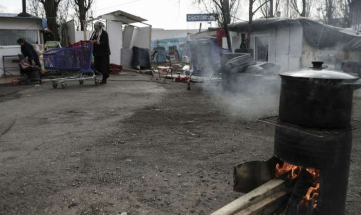 Familie de romi din Bobigny, periferie a Parisului