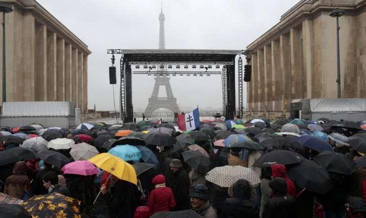 François Fillon, duminica 5 martie: miting sub ploaie la Trocadero