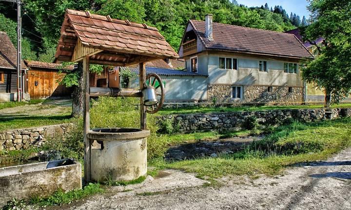 Datele statistice privind conectarea locuințelor la rețeaua de canalizare, abandonul școlar sau procentajul de tineri care nu lucrează și nici nu învață sunt indicatori care caracterizează nivelul de trai. În România, cifrele sunt departe de a fi încuraja