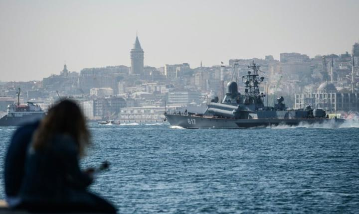 Un vas de ràzboi rusesc traverseazà Bosforul în drum spre Siria pe 7 octombrie 2016