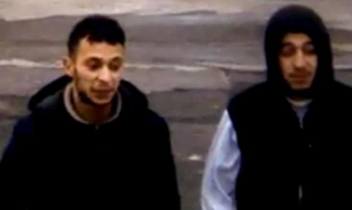 Salah Abdeslam (în stânga), presupusul creier al atentatelor din noiembrie de la Paris, într-o benzinàrie de la granita franco-belgianà pe 14 noiembrie 2015