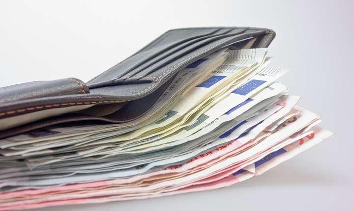 Salariul minim devine prea mare.