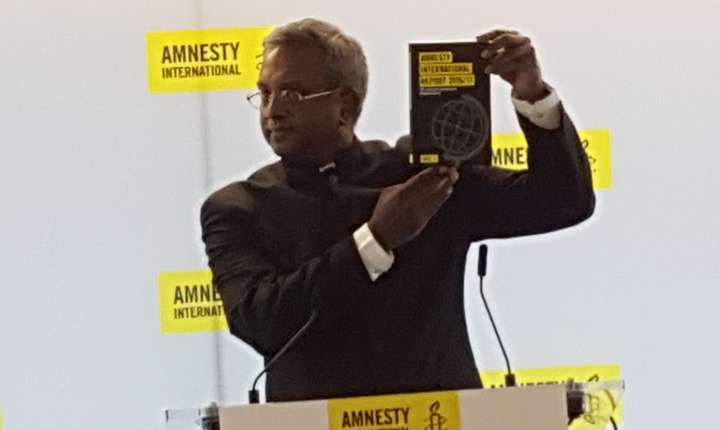 Salil Shetty, secretarul general Amnesty International, prezentând raportul 2016/2017 la Paris