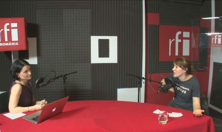 Larisa Petrini și Diana Stănculeanu in studioul RFI ROmania
