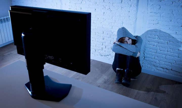 Poliţia avertizează asupra fenomenului şantajului sexual pe internet.