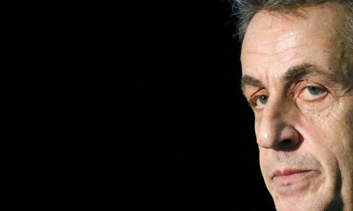 Nicolas Sarkozy, ex-presedinte al Frantei si lider al principalului partid de opozitie, lanseazà în libràrii o nouà carte în momentul în care l-ar putea prinde din urmà alte dosare judiciare