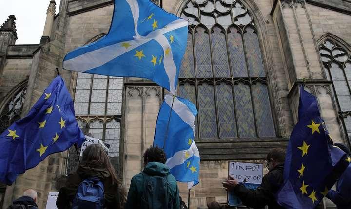 Protestatari în Scoția