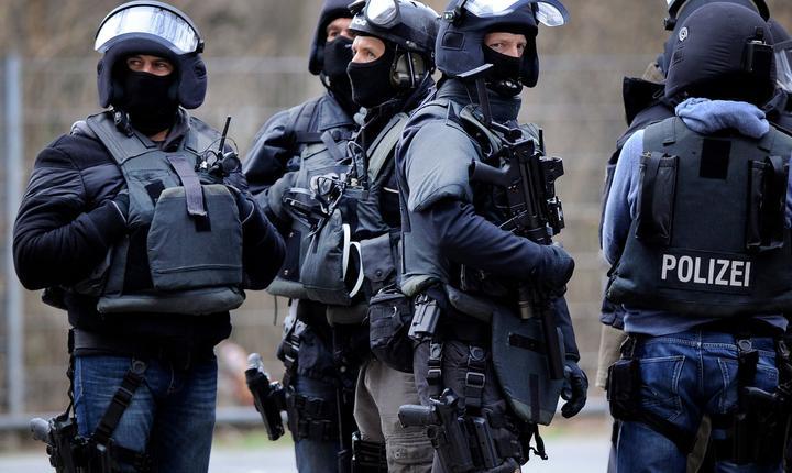 Poliţişti mascaţi (arhivă)