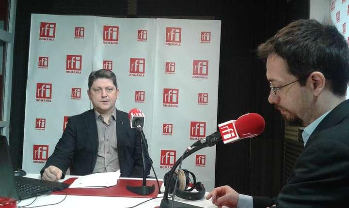 Titus Corlăţean, în studioul RFI, 10 martie 2017 (Foto: RFI/Şerban Georgescu)