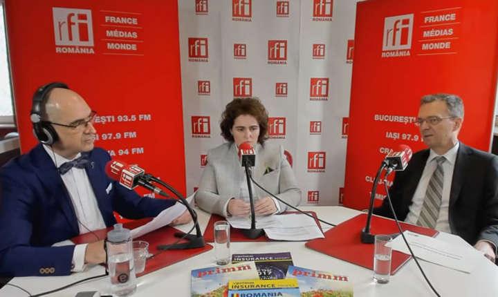 Sergiu COSTACHE, Laura Iuliana SCÂNTEI si Radu CRĂCIUN in studioul de emisie RFI Romania