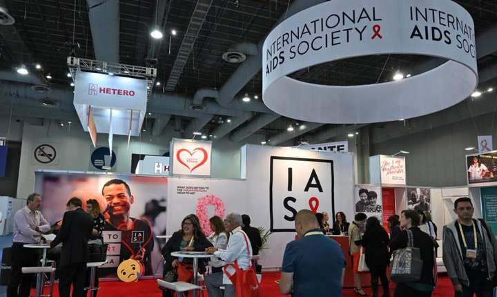 Stand la a 10-a conferintà internationalà consacratà combaterii bolii SIDA