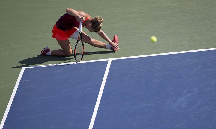Simona Halep resimte dureri musculare la meciul cu Sabine Lisicki de la US Open (Foto: Reuters/Carlo Allegri)