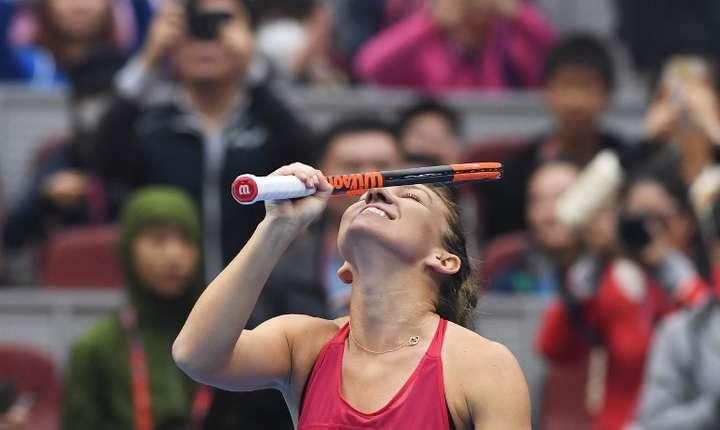 Simona Halep, noul număr 1 WTA, după turneul de la Beijing (Foto: AFP/Greg Baker)