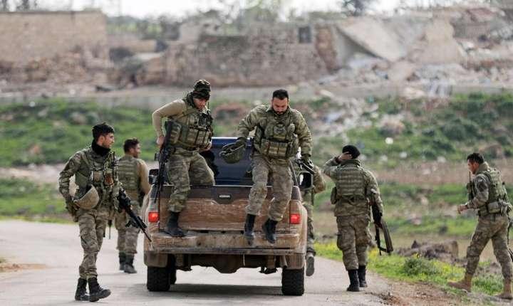 Militari ai Fortelor Armatei siriene libere, sprijiniti de Turcia, în zona orasului kurd Afrin, 11 martie 2018