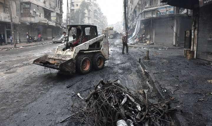 Clădiri distruse la Alep, în Siria (Foto: AFP/George Ourfalian)