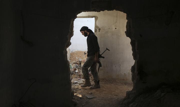 Războiul din Siria se poartă şi în oraşe, unde casele şi blocurile de locuit au devenit câmp de luptă