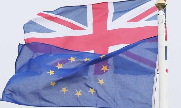 Steagurile UK și UE