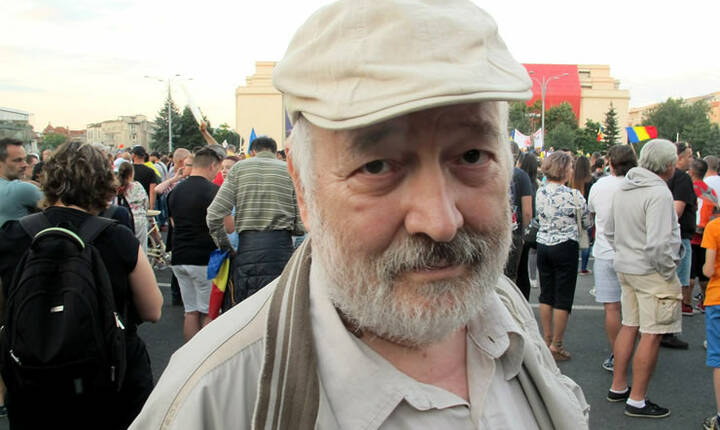 Stelian Tănase, în Piaţa Victoriei (Sursa foto: Facebook/Stelian Tănase)