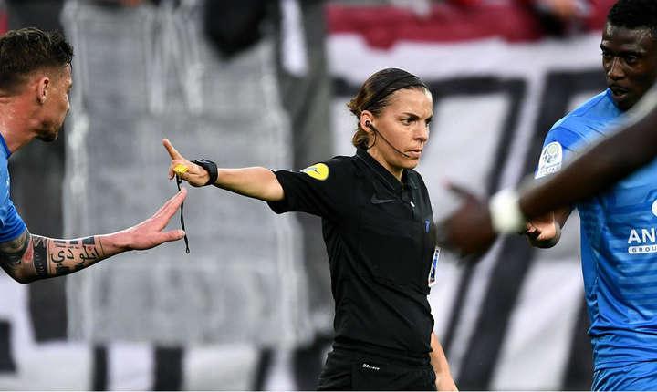 Stéphanie Frappart a început sa îsi faca un loc în fotbalul masculin în divizia a 2-a, unde a debutat în 2014.
