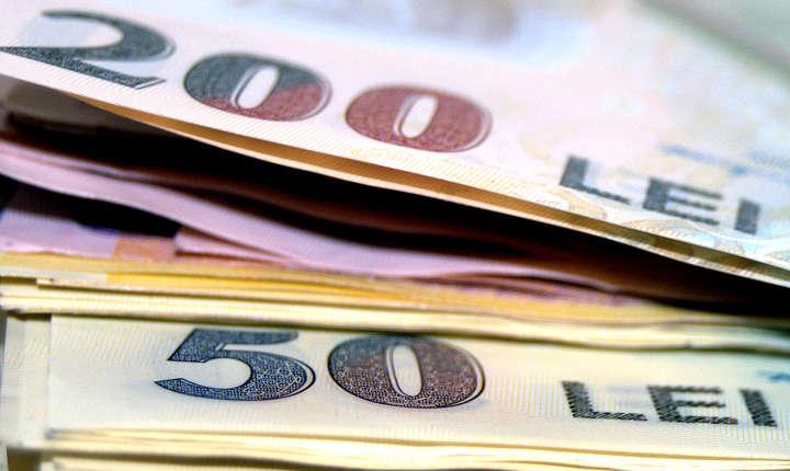 Comisia Europeană cere României să rămână în limitele ţintei de deficit