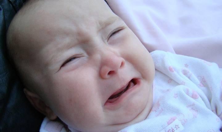 Bebeluşii plâng în medie circa două ore pe zi, în primele două săptămâni după naştere (Sursa foto: www.pixabay.com)