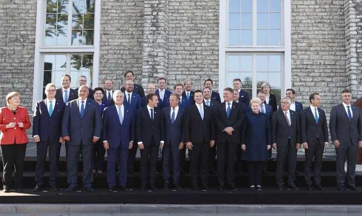 Fotografia de familie a celor 28 de membri UE reunit în summit la Tallin, în Estonia, pe 29 septembrie 2017