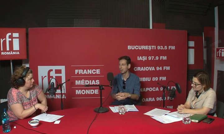 Andreea Orosz, Cezar Bârlădeanu și Mihaela Sandu in studioul de inregistrari RFI Romania
