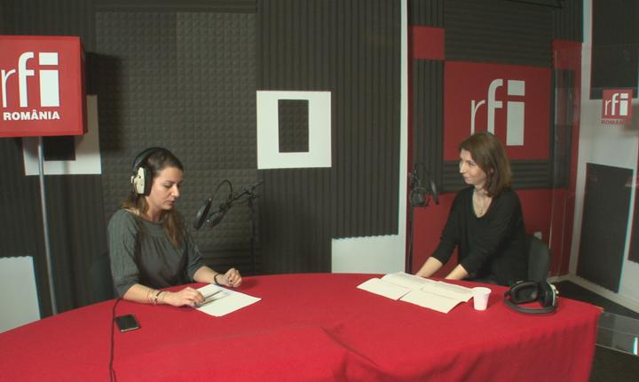 Andreea Pietroşel și Alina Panaitov in studioul de inregistrari al radioului