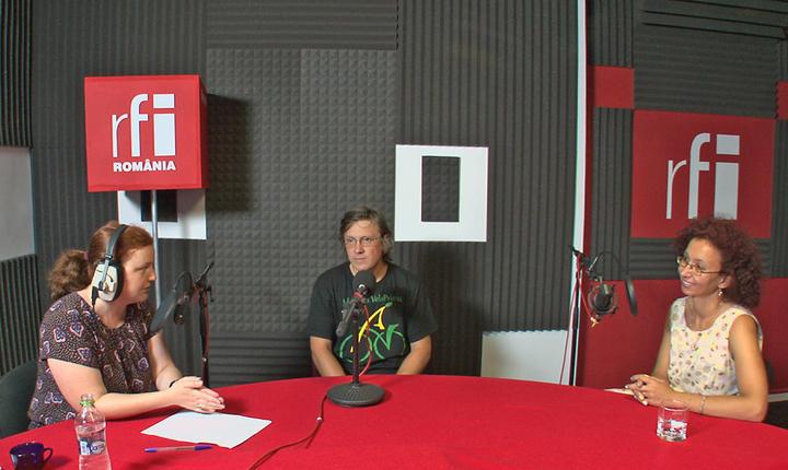 Andreea Orosz, Mihai Deneș și Ioana Deneș la microfonul Tanar in Europa